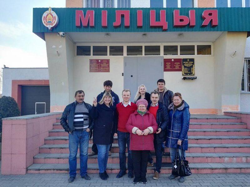 Затрыманыя палітыкі пасля вызвалення з Бярозаўскага РАУС разам з праваабаронцамі