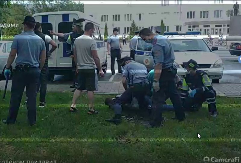 Police use violence to detain journalists in Hancavičy