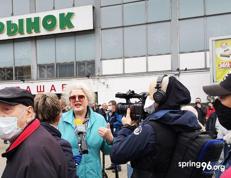 Вольга Нікалайчык на пікеце каля Камароўскага рынку 31 траўня