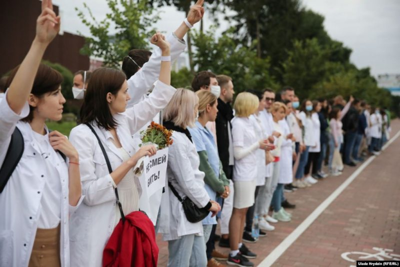 Doctors protest police violence in Minsk. August 12, 2020. Photo: svaboda.org