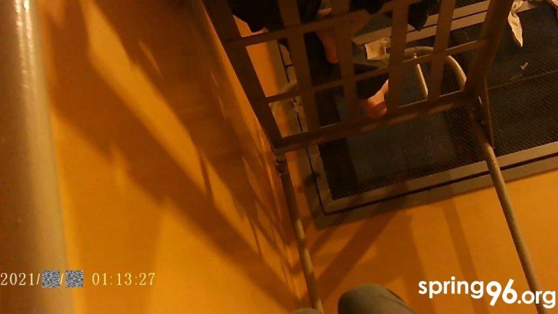 На электронную пошту «Вясны» на ўмовах ананімнасці даслалі фотаздымкі, зробленыя ў камеры Цэнтра ізаляцыі правапарушальнікаў на Акрэсціна