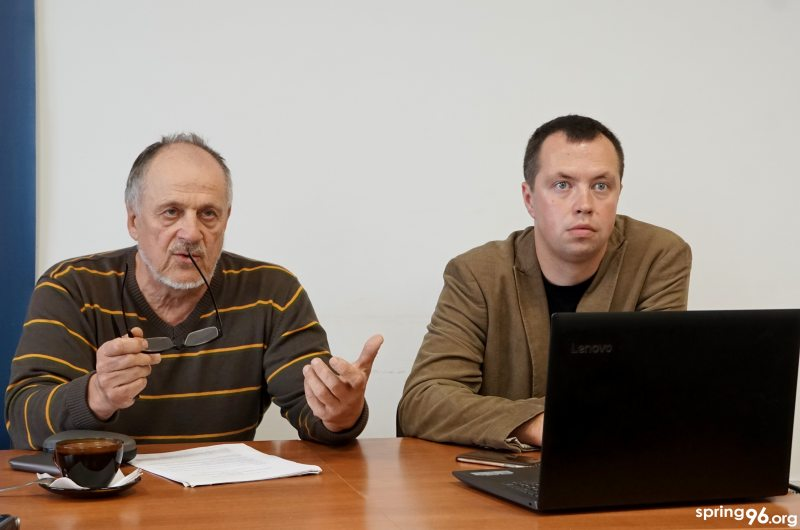 Александр Антипенко и Борис Горецкий во время презентации мониторинга освещения избирательной кампании