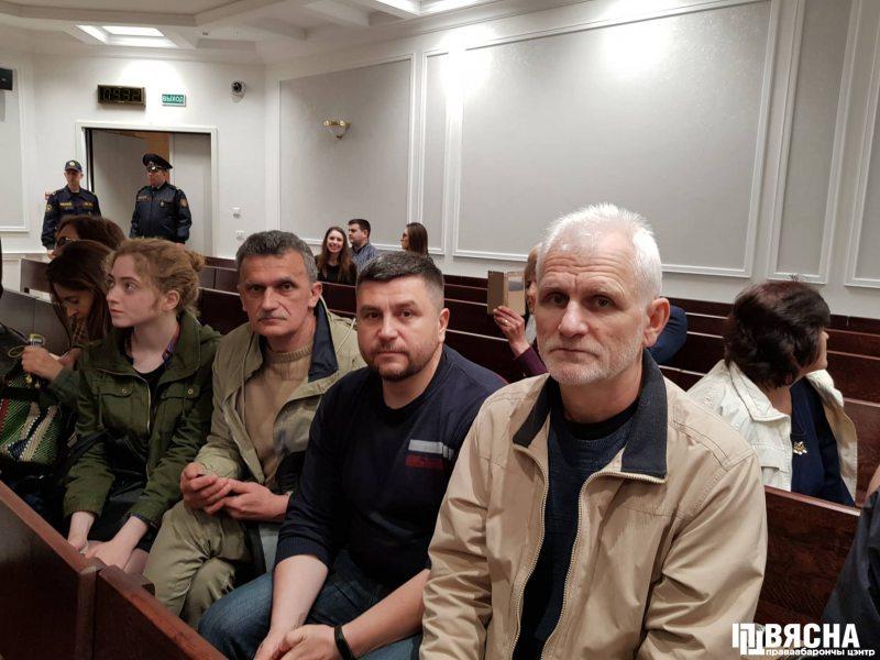 На судзе прысутнічаюць праваабаронцы Сяргей Сыс, Андрэй Палуда і Алесь Бяляцкі