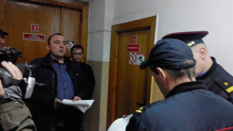 Канстанцін Астапук на выхадзе з залі суда 04.10.2018
