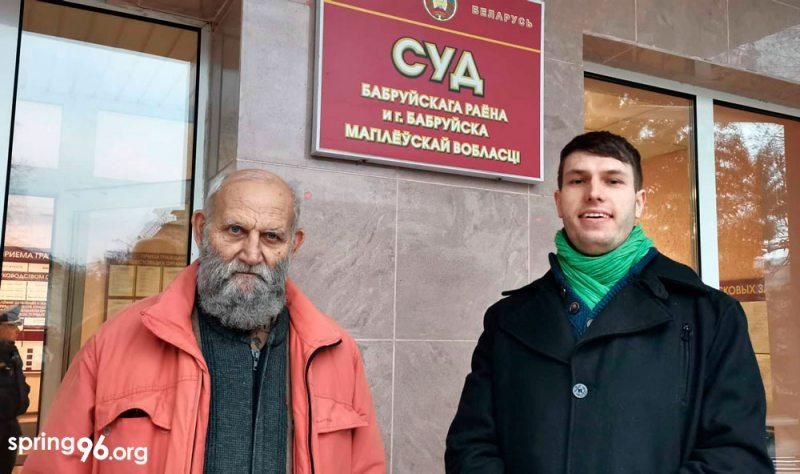 Валер Шчукін і Яўген Глаголеў-Васьковіч пасля суда ў Бабруйску.
