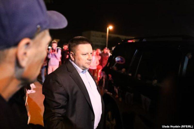 Александр Барсуков возле изолятора на Окрестина 14 августа. Фото: Влад Гридин