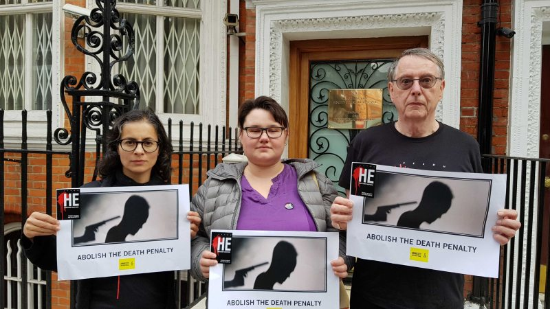 Amnesty International coordinator for Belarus Aisha Jung, Viasna activist Natallia Satsunkevich, and Amnesty International coordinator Barrie Hay picketing in London on World Day against the Death Penalty.October 10, 2018