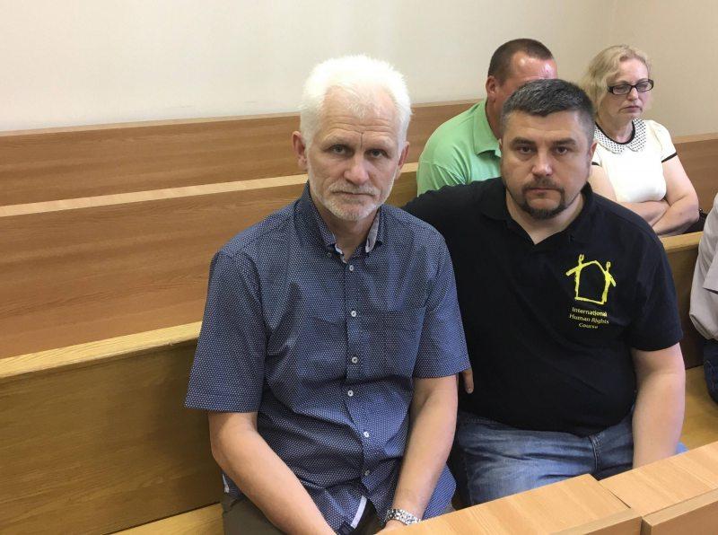 Праваабаронцы Алесь Бяляцкі і Андрэй Палуда падчас суду па апеляцыйнай скарзе Аляксандра Жыльнікава