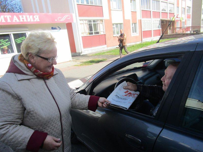Тамара Шчапёткіна падчас інфармацыйнай акцыі ў Бярозе.