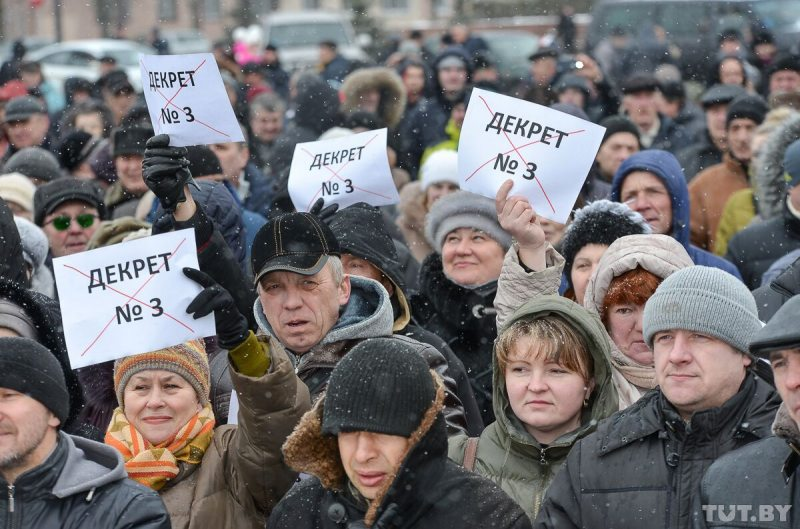 People protest Presidential Decree number 3 in Babrujsk. Photo: tut.by