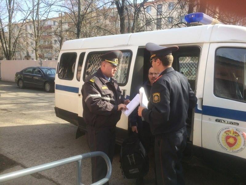 У суд прывезлі Максіма Буйцніцкага.