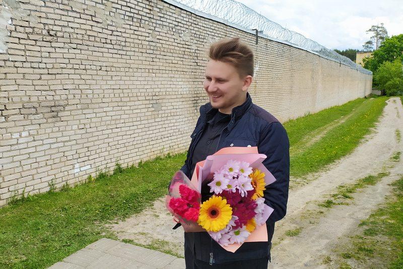 Освобождение Алеся Буракова из ИВС. Фото с сайта БАЖ