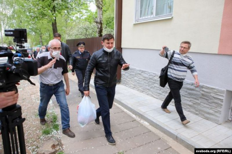 В суд привезли Алеся Буракова. Фото: Радио Свобода