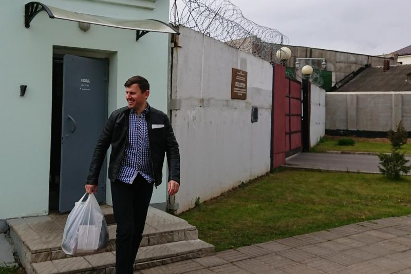 Viasna's activist Aliaksandr Burakou walks free after 10 days in prison. May 19, 2020