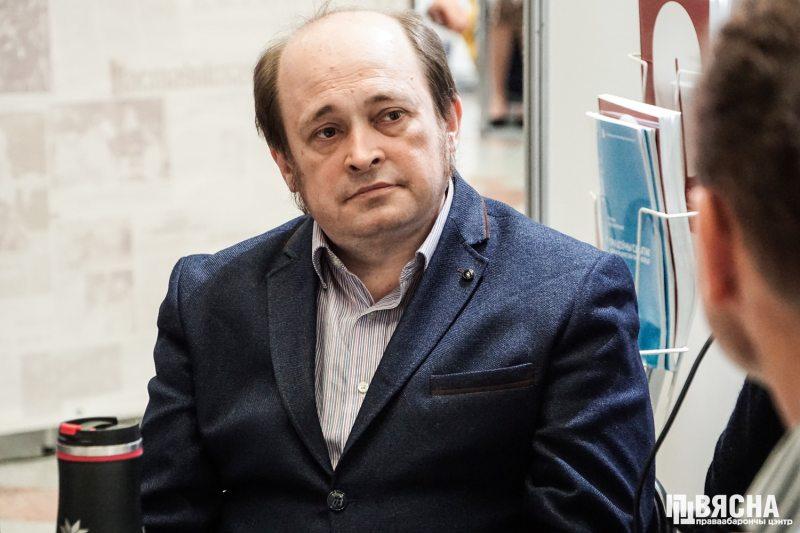 Паўлюк Быкоўскі падчас дыскусіі. Фота: ПЦ
