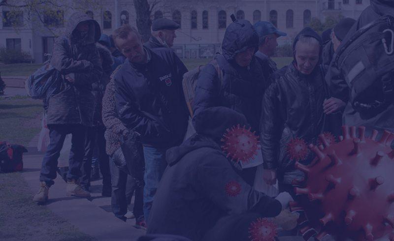 Бездомные в Минске на раздаче пищи инициативой