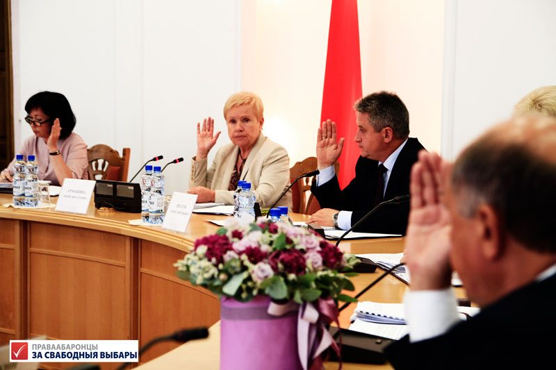Central Election Commission chairperson Lidziya Yarmoshyna (center) and CEC members voting during the 2019 parliamentary elections