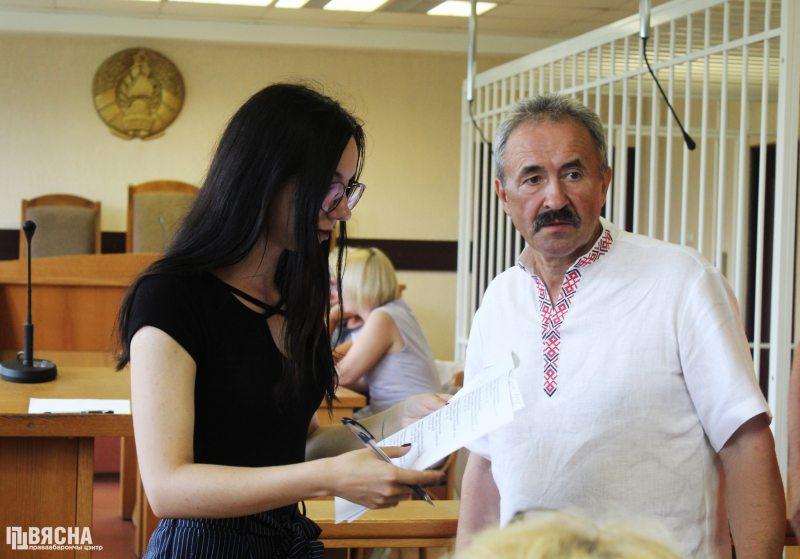 Генадзь Фядыніч і абаронца у судзе. Фота: ПЦ