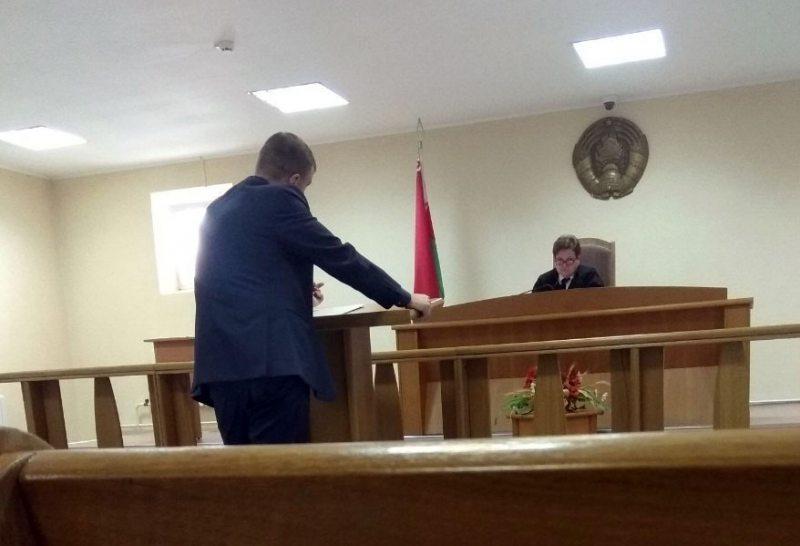Суддзя Вольга Гусакова дапытвае Сяргея Астафьева.