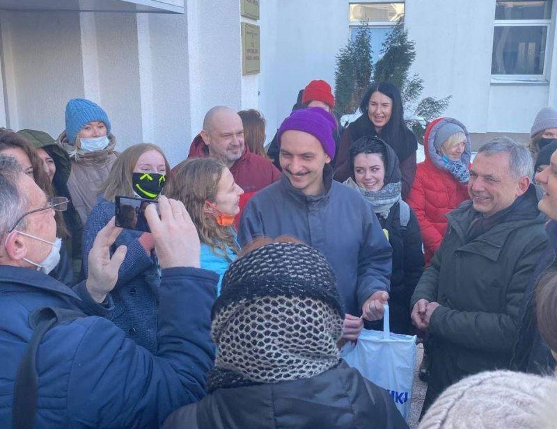 Political prisoner Liavon Khalatran minutes after his release on February 19, 2021. Photo: @kevorkovv