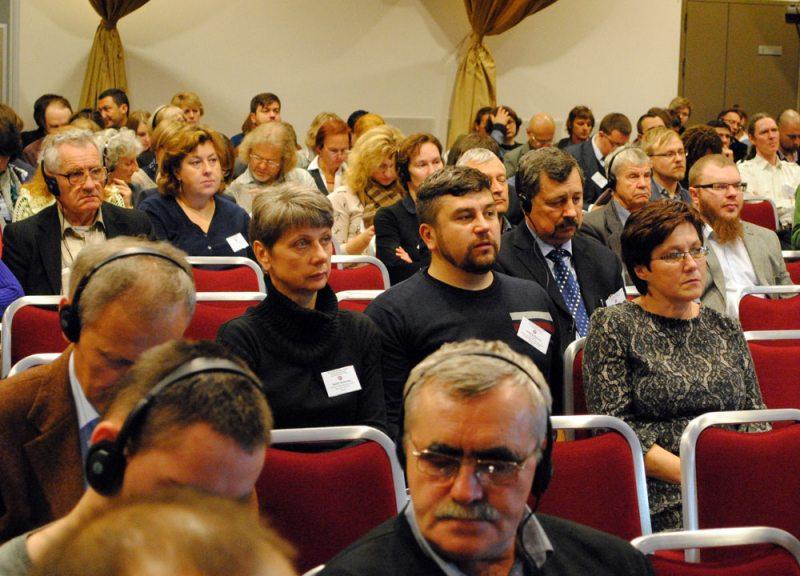 Любовь Ковалева, Андрей Полуда и Раиса Михайловская во время работы Международного конгресса исследователей Беларуси в Ковно 7 октября 2016 года