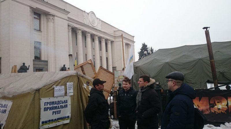 Назіранне за акцыяй пратэсту каля сцен Вярхоўнай Рады Украіны
