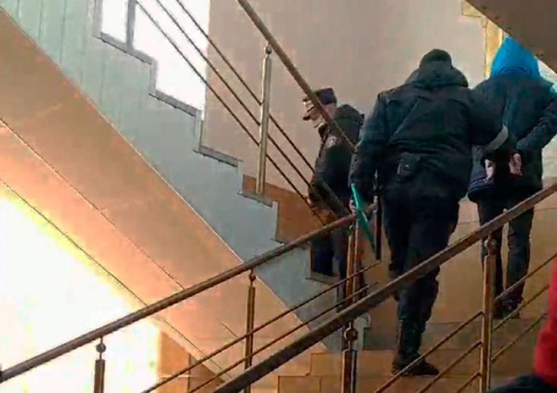 Канвой дастаўляе Кісялёва ў суд.