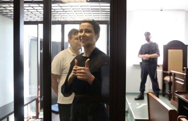 Марыя Калеснікава і Максім Знак у судзе. Фота: Reuters