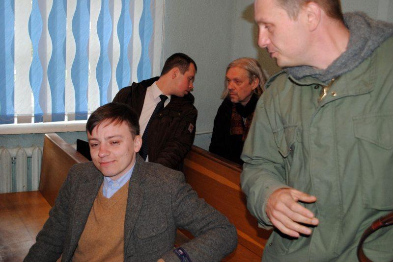 Алесь Любенчук у судзе Першамайскага раёна 19 красавіка.