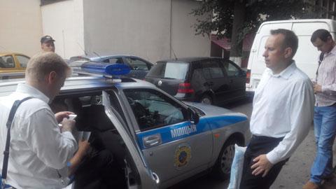 Маладэчна. На пікет па вылучэнні кандыдатам сябра БХД П.Пракаповіча прыбыла міліцыя.