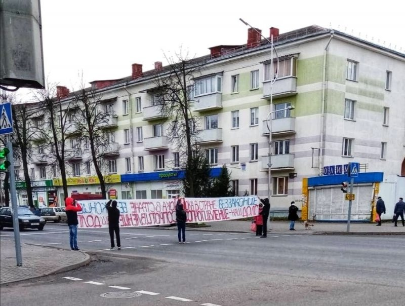"""Protesters display a banner reading, """"While there is lawlessness in the country, resistance is our duty"""", in Maladziečna. November 21, 2020"""