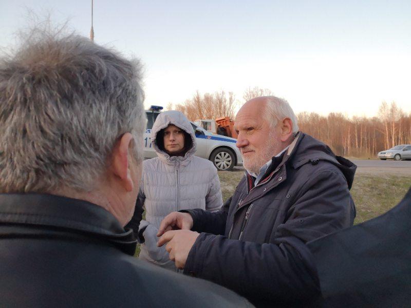 Актывіст Майсей Мазько на месцы інцыдэнту 2 красавіка