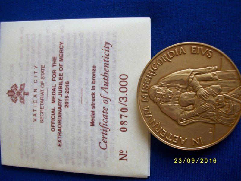 """Медаль Ватикана """"Чрезвычайный юбилей милосердия"""" для Тамары Чикуновой"""