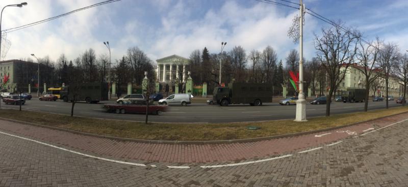 Аўтазакі на праспекце Незалежнасці ў Мінску 15 сакавіка. Карыстальнік Твітэра @vashik97