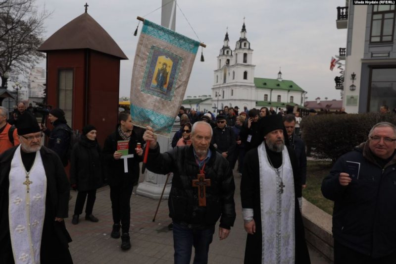 Молебен в Минске за убитых в Куропатах. Фото: БелаПАН.