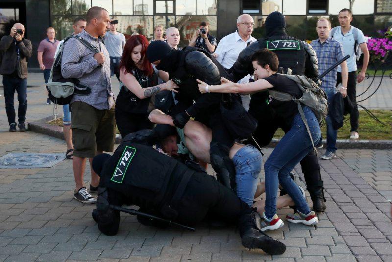 Потасовка с ОМОНовцами. Фото с сайта vot-tak.tv
