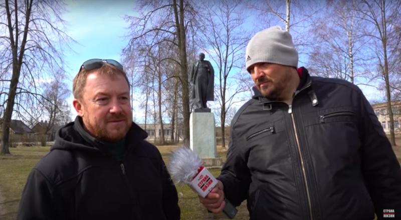 Андрэй Новікаў і палітвязень Сяргей Ціханоўскі. Скрын з відэа