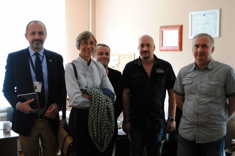 """Human Rights Defenders for Free Elections meet with representatives of the OSCE ODIHR observation mission in the office of the Human Rights Center """"Viasna"""". 8 August 2016"""