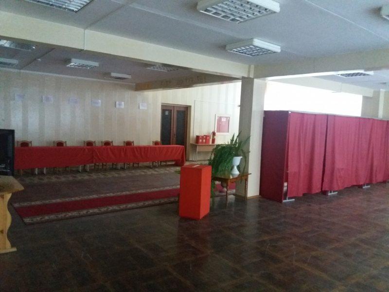 Ізноў Магілёў. Участковыя выбарчая камісія №118, размешчаная ў сярэдняй школе №6.