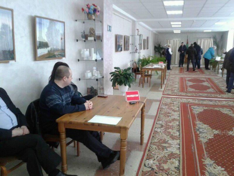 Падлік галасоў на выбарчым участку ў Маладэчна.