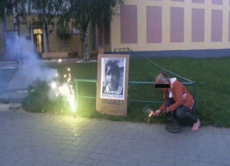 Акцыя салідарнасці з Дзмітрыем Паліенкам  каля сцен следчага ізалятара на вуліцы Валадарскага