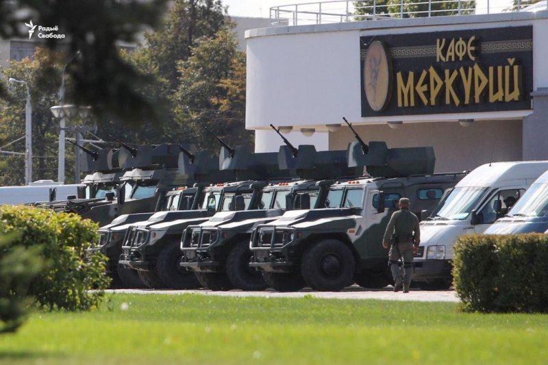 Armored vehicles with machineguns deployed near Aliaksandr Lukashenka's residence in Minsk. September 20, 2020. Photo: svaboda.org