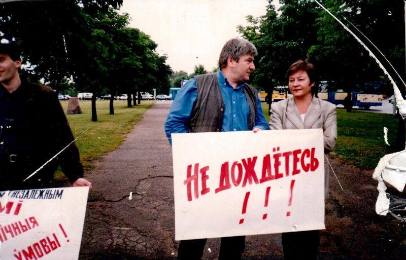 Андрэй Бастунец і Жанна Літвіна на пікеце ў падтрымку журналістаў