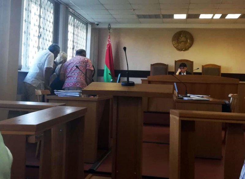 Изучение матэриалов дела в суде. Фото: ПЦ