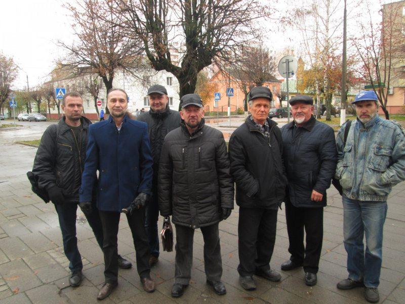 Правозащитники и активисты из Баранович после суда по делу Григория Грика