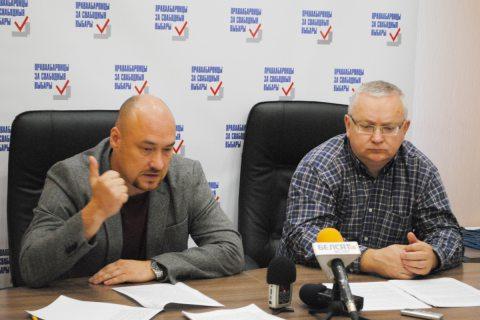 Валянцін Стэфановіч і Алег Гулак падчас прэс-канферэнцыі