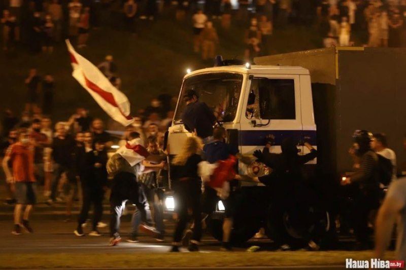 A police truck ramming into a crowd of protesters in Minsk. August 9, 2020. Photo: nn.by