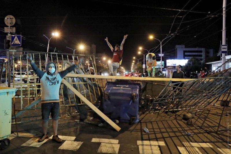 Аляксандр Нурдзінаў злева. Фота: Reuters