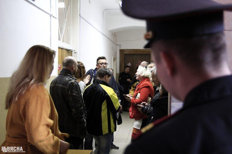 У судзе Ленінскага раёна г. Брэста пасля першага дня разгляду справы блогера Сяргей Пятрухіна. Фота: ПЦ