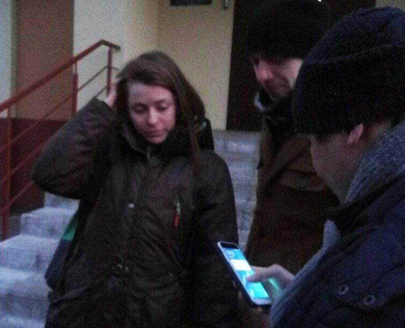 Таццяна Мастыкіна каля Савецкага РАУС пасля вызвалення